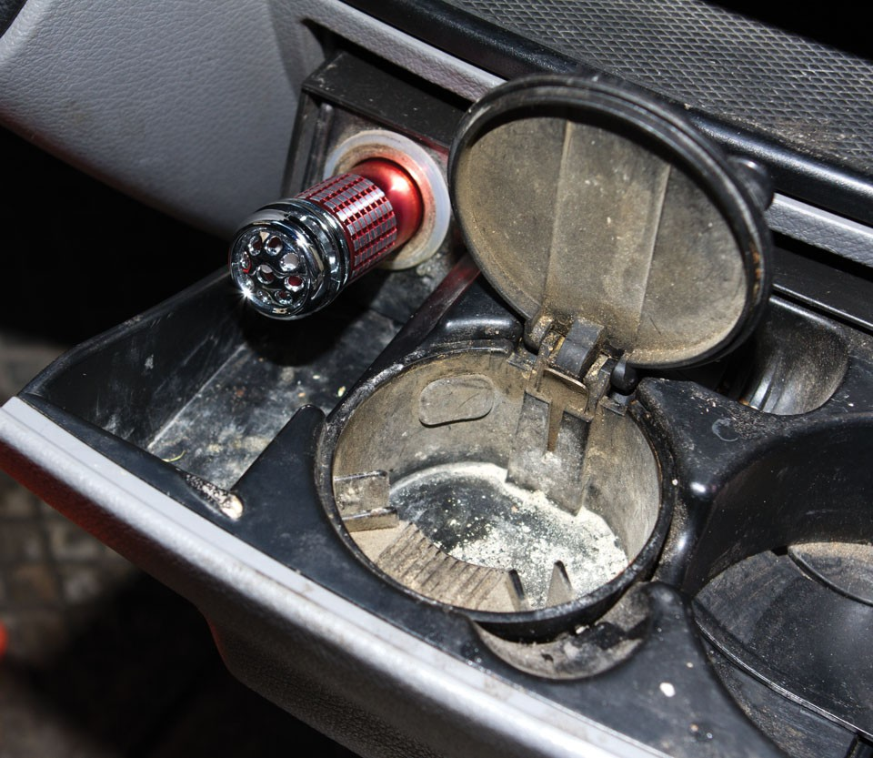 Ozononizador-Ionizador para coche elimina olores 1