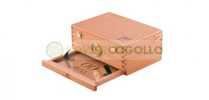 Caja 00 Box Curado (Madera Cedro) Mediana  La 00BOX es una caja de cedro para curar la marihuana con una malla en el fondo para filtrar la glándula, y con un cajón inferior donde puede recogerse con facilidad.  El cedro es la mejor madera noble para curar