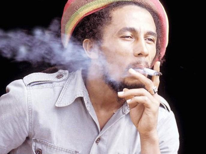 Bob Marley Fumando Cannabis