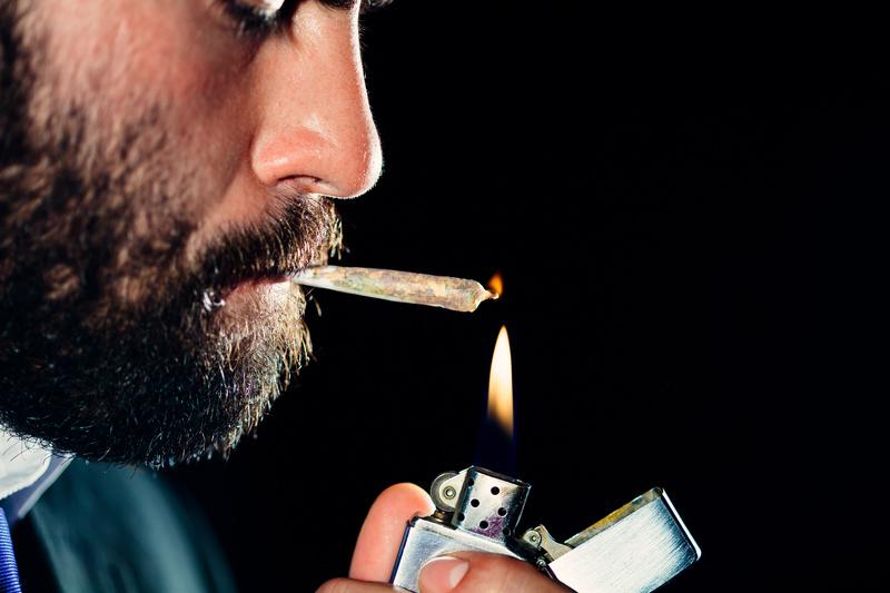 Fumar Marihuana-porro-Cannabis